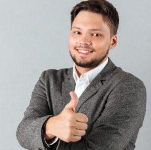 retrato hombre negocios confidente que muestra pulgares arriba 171337 432@3x